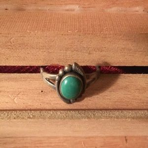Jewelry - Vintage turquoise ring / green stone